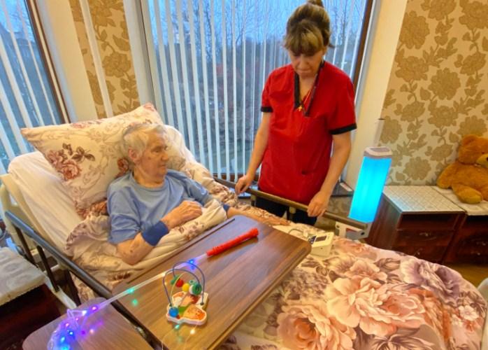 Стрижка пожилых людей на дому спб платный дом престарелых волгоград